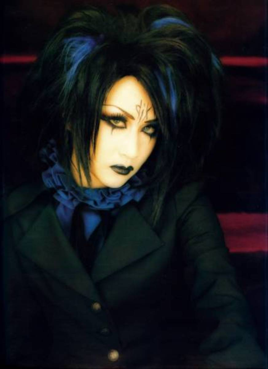 Mana of Malice Mizer/Moi dix Mois, courtesy of the Gothic & Lolita Bible.