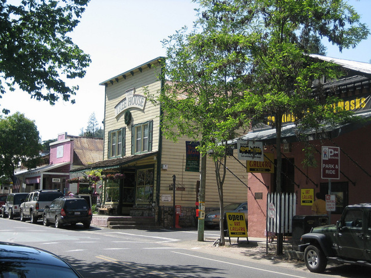Main Street in Murphys in the modern era; the parked cars and paved street the only giveaway that it's not the 1800s.