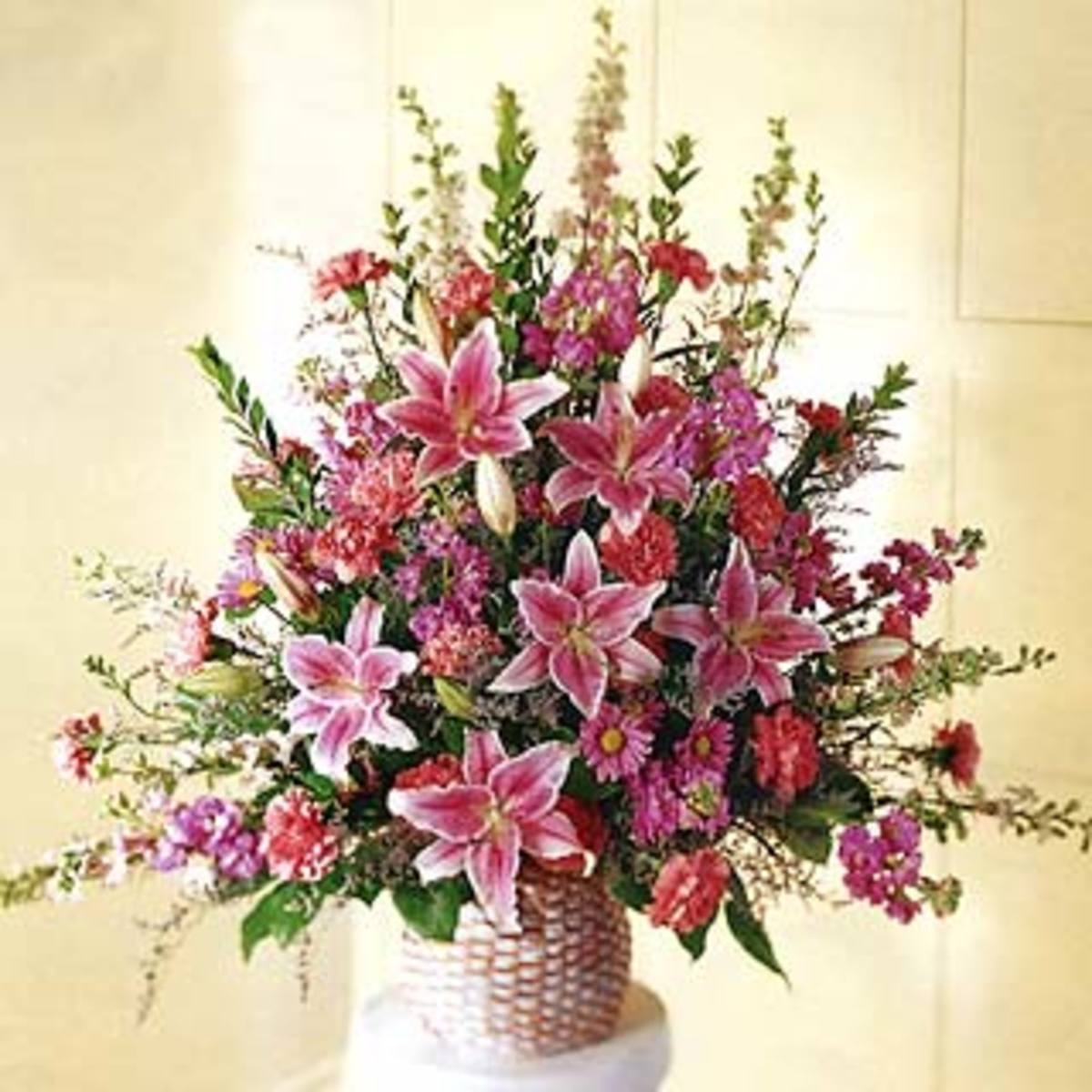 Flower Arrangements Basics: Flower Arranging Instructions