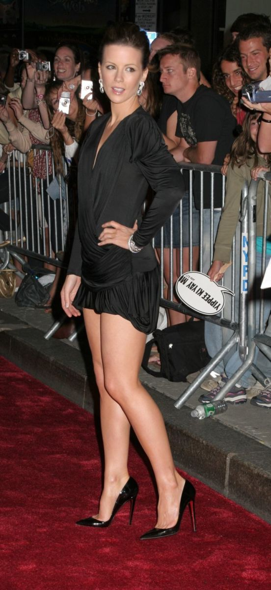 Kate Beckinsale is leggy at the Die Hard movie premiere wearing a short dress and towering high heel stilettos. This is one of the great red carpet sexy legs photos of Kate and prety much any other actress.