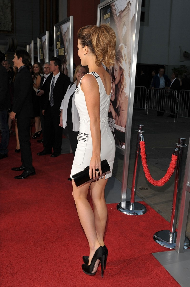 Kate Beckinsale Has Sexy Legs In High Heels