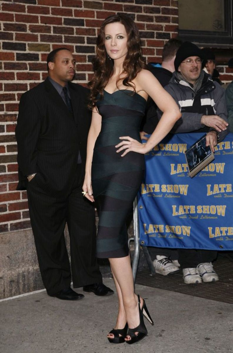 Kate Beckinsale arriving at the Late Show wearing a strapless tight dress and black high heels