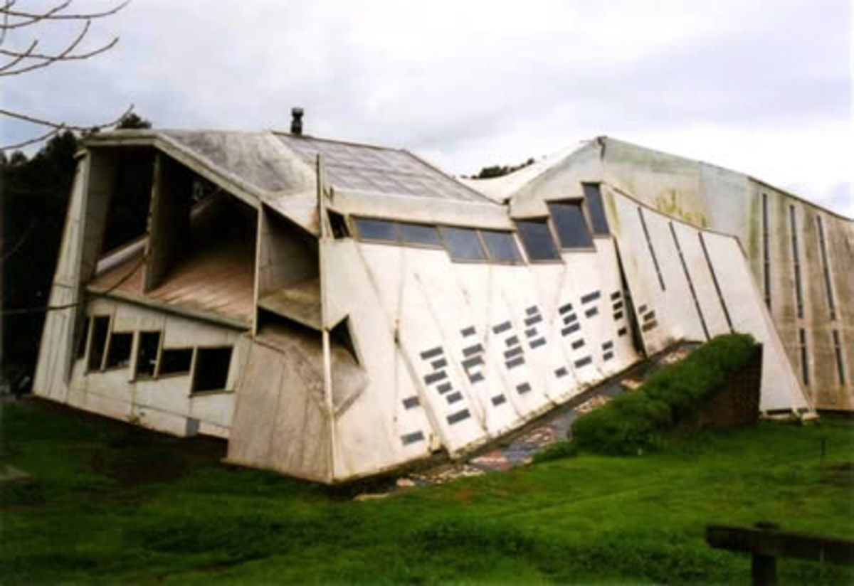 I would LOVE to know what this place is like in the inside...The Errante's Guest House, in Chile.