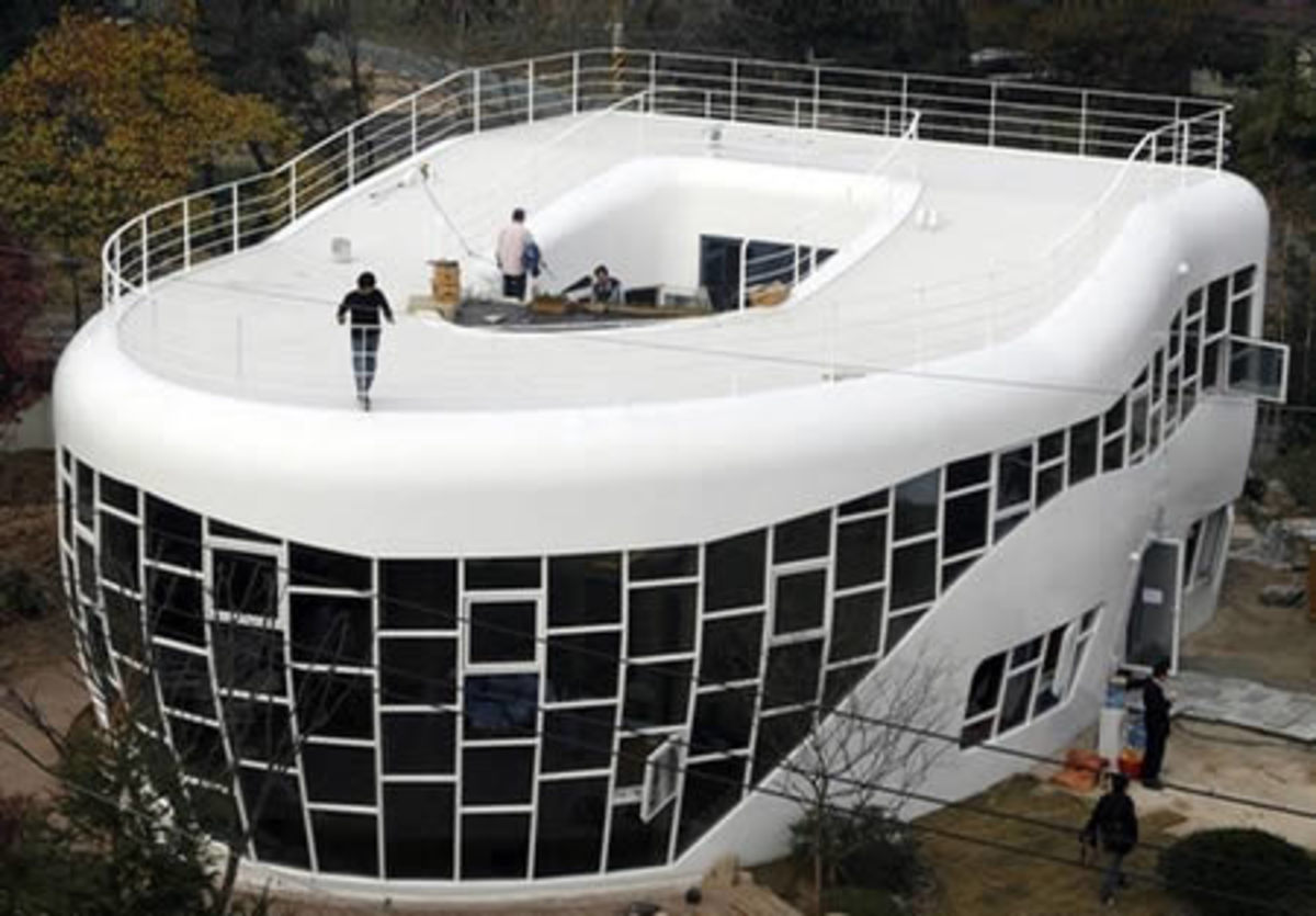 The Toilet-shaped house, in Suwon (South Korea). Lends new meaning to calling your house a true shit-hole!
