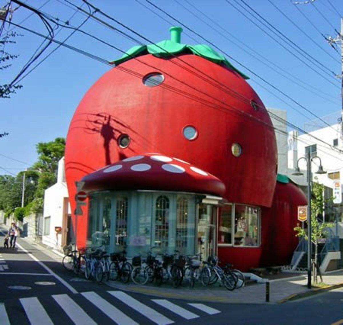 Remember Strawberry Shortcake in the 80's? The Strawberry house, in Tokyo (Japan).