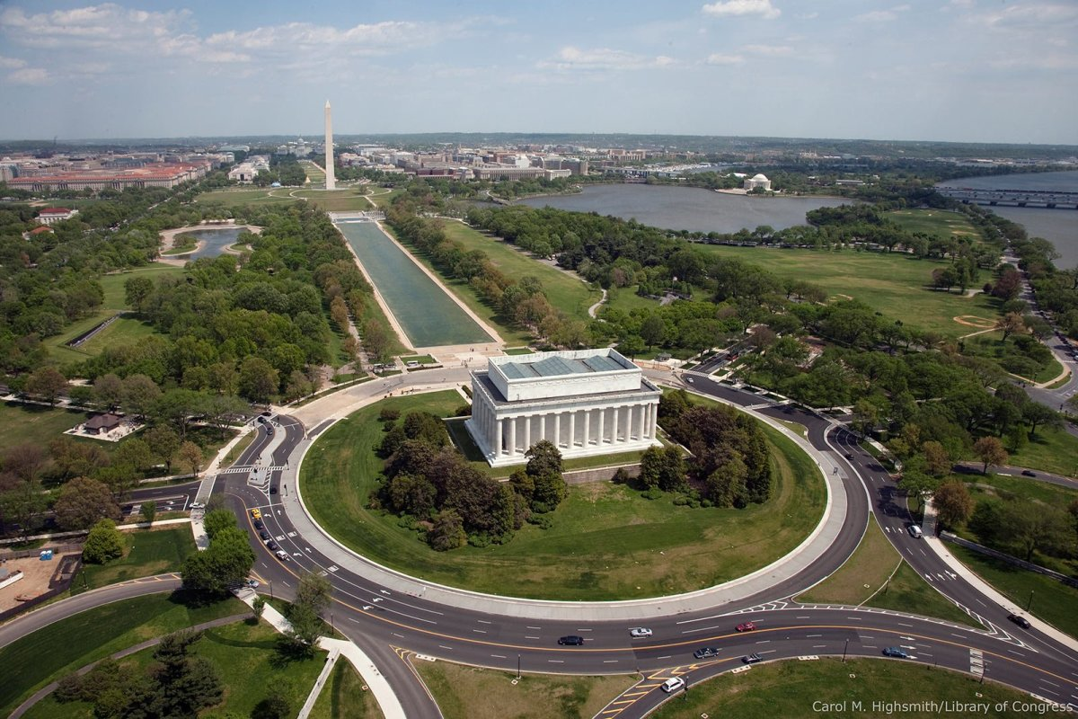 Aerial view of Lincoln Memorial, Washington Monument, Jefferson Memorial, and the US Capital.   Distance between Lincoln Memorial and US Capital is approximately 2 miles.