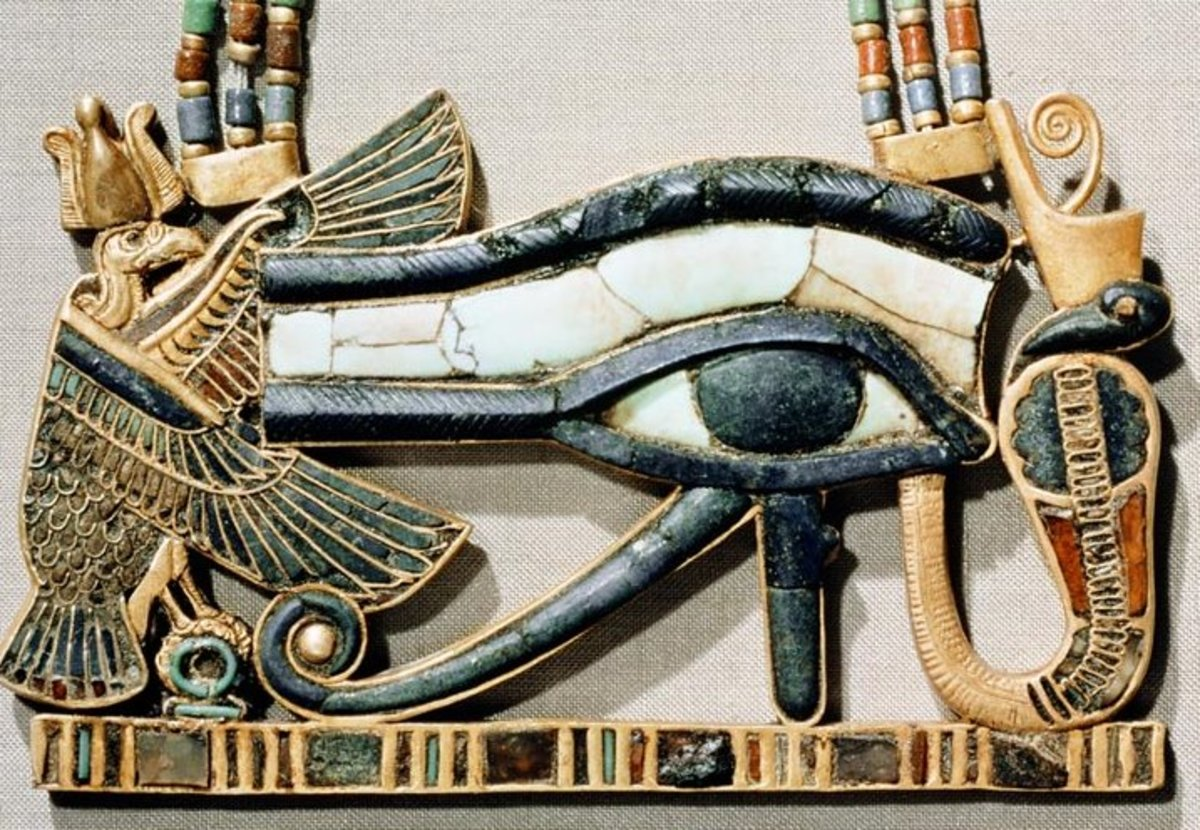 Amulet with Lapis Lasuli - Eye of Horus, Ancient Egypt