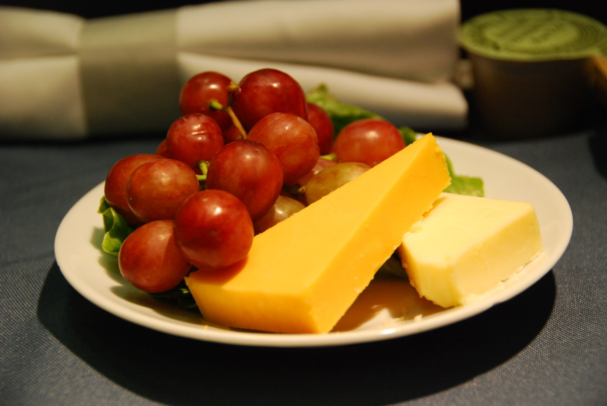 What is United Airlines First and Business Class Food and Menu Like?
