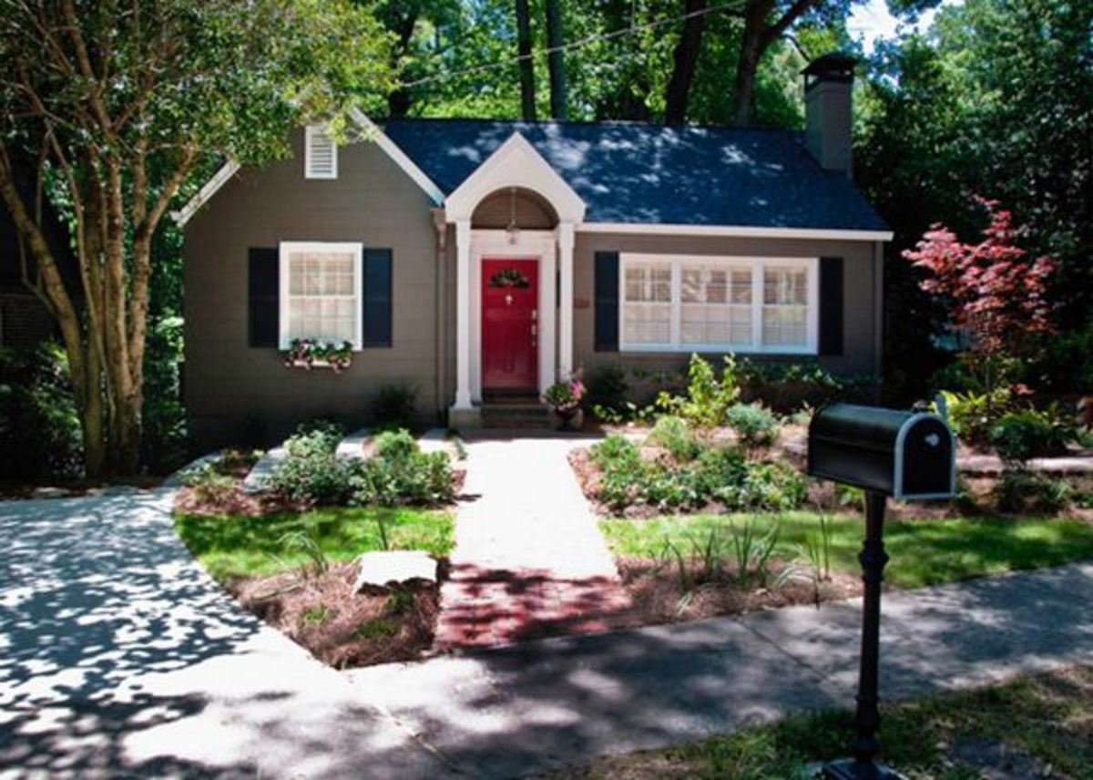 Great example of nice curb appeal - notice how the mailbox's trim matches that of the house?