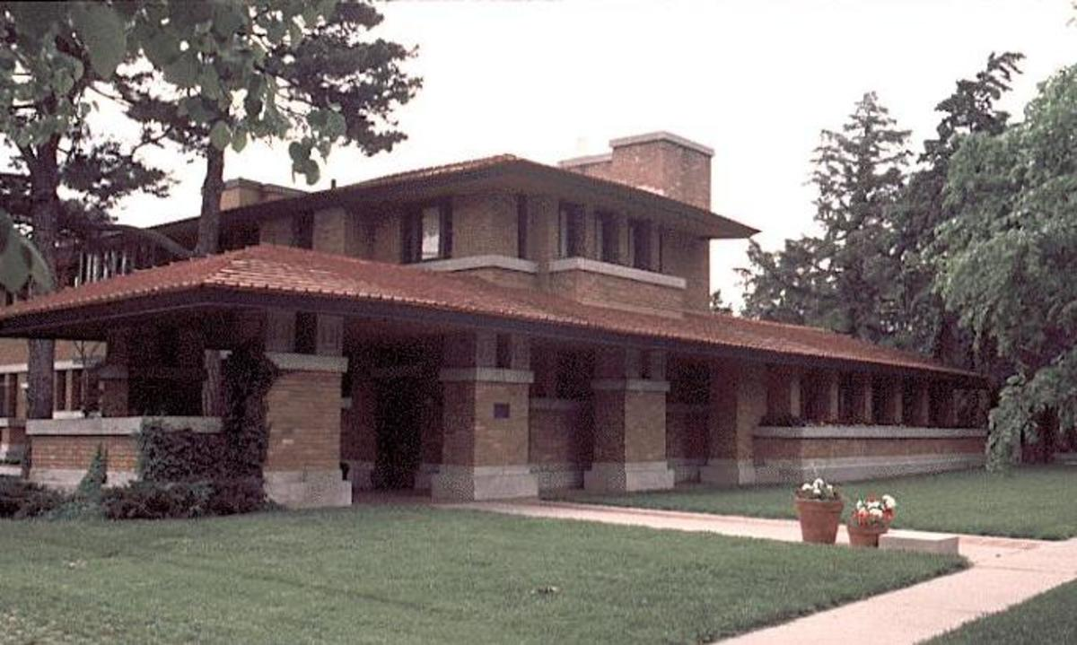 Allen-Lambe House (desgined in 1915 by Wright for Henry J. and Elise Allen)