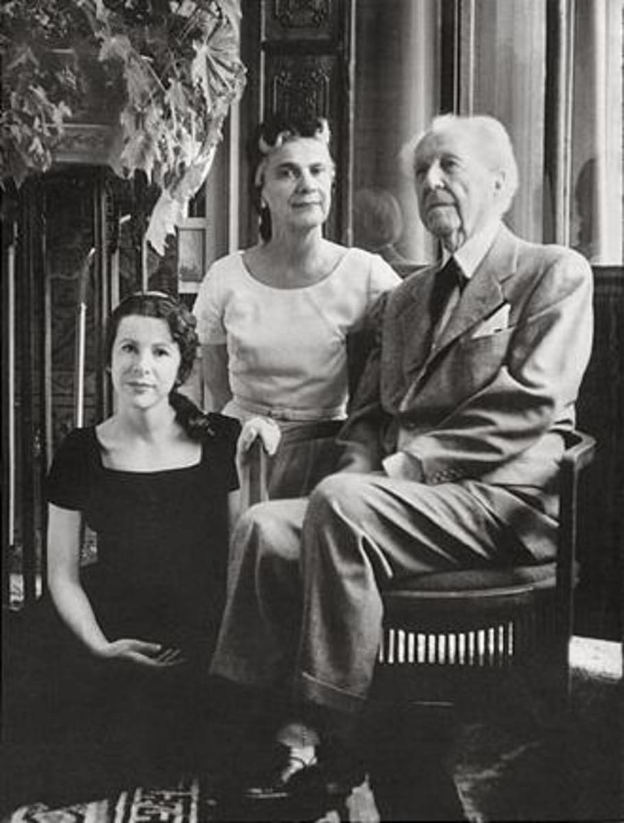 Wright with his wife, Olgivanna, and daughter Iovanna (left) in 1957.   commons.wikimedia.org/wiki/File:Frank Lloyd Wright