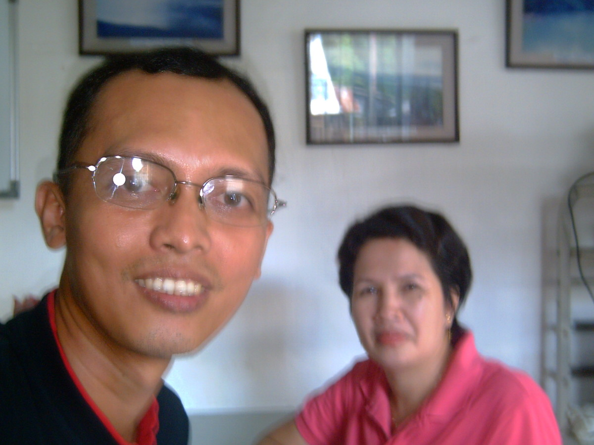 Travel Man with Mrs. Miriam Banzuela of Manito Tourism Council (Photo taken Sept. 24, 2010 by Ireno Alcala -that's me!)