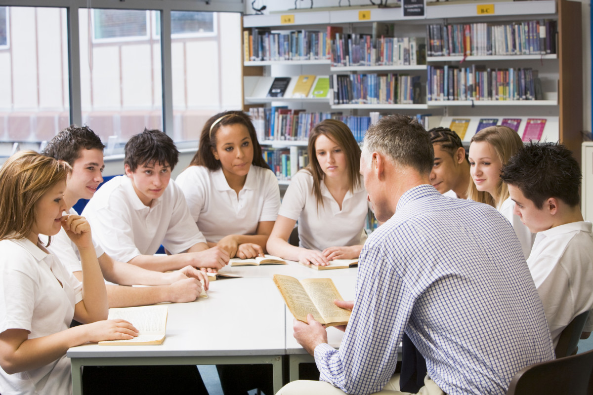 Encouraging words of a teacher accelerate the learning ability of a student