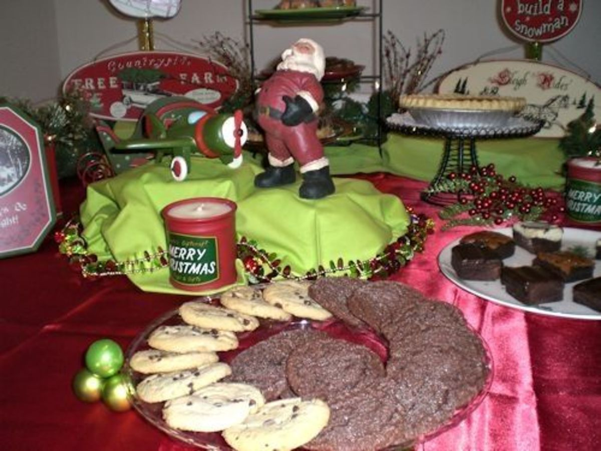 The cookies are displayed on a round platter in an overlapping style.