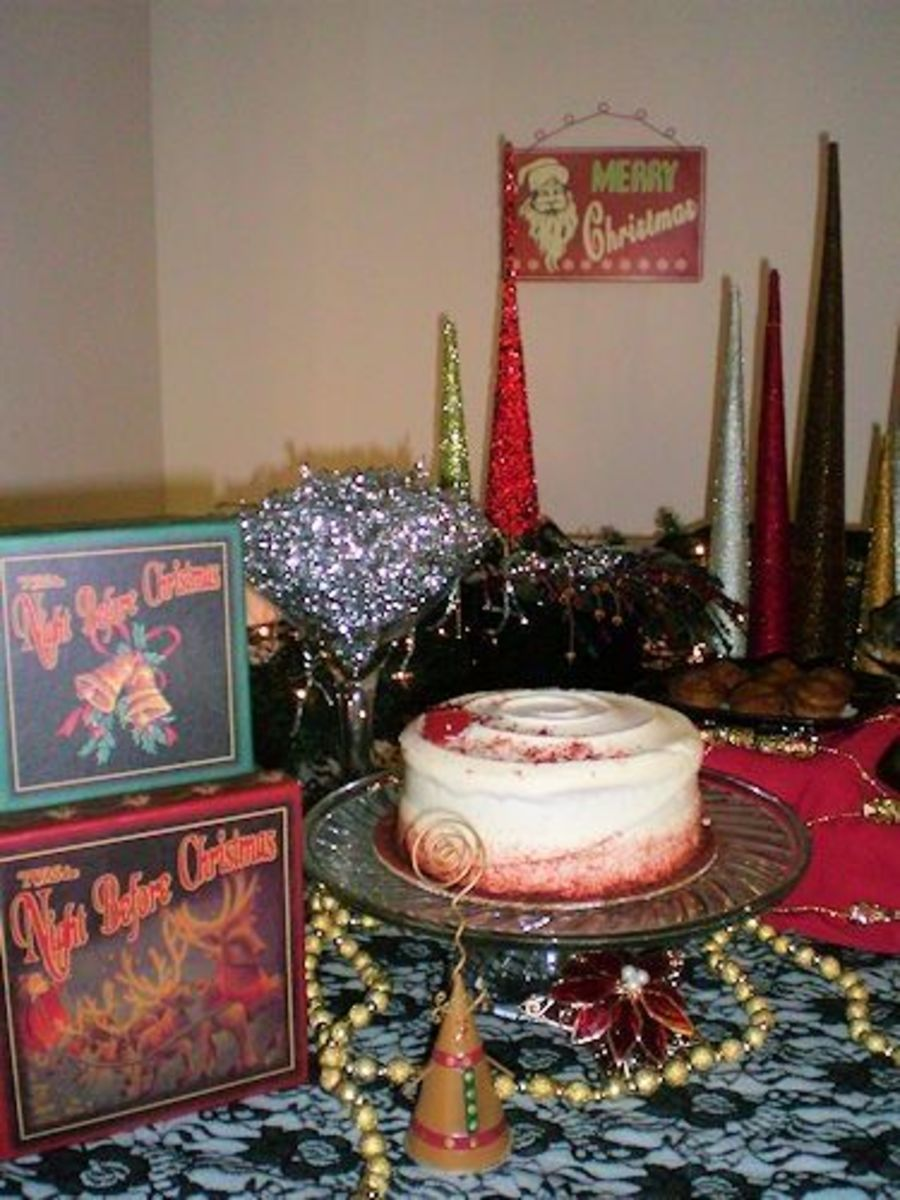 Holiday themed boxes added to the décor on the dessert table.