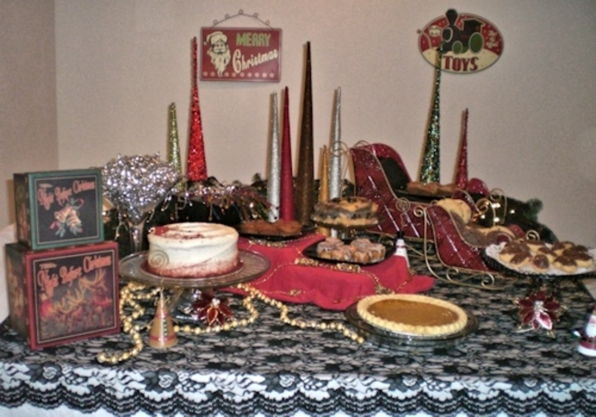 White base tablecloth with a black lace overlay. Featured décor includes beaded trees, gold and copper garland, sleighs, top hat and martini glass.