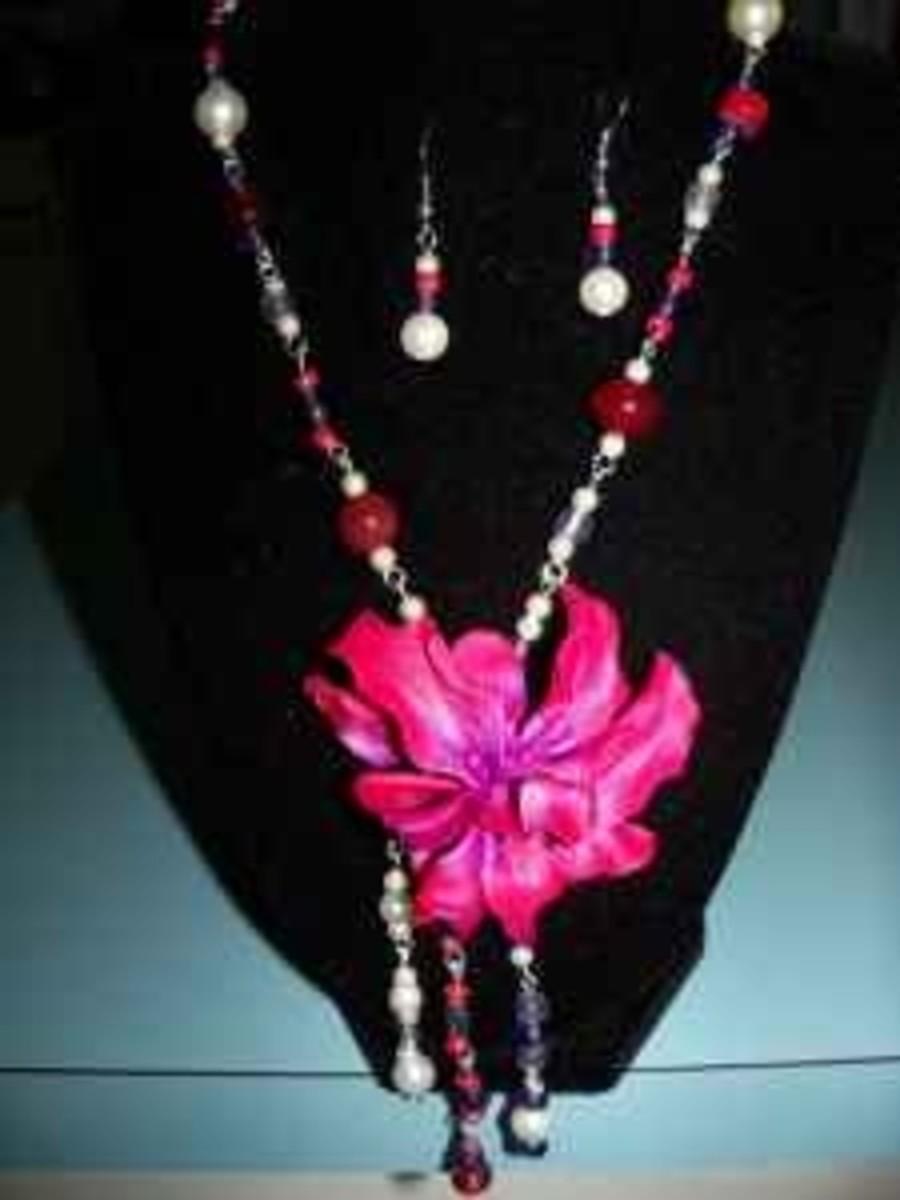 Handmade beaded jewelry - red purple flower pendant