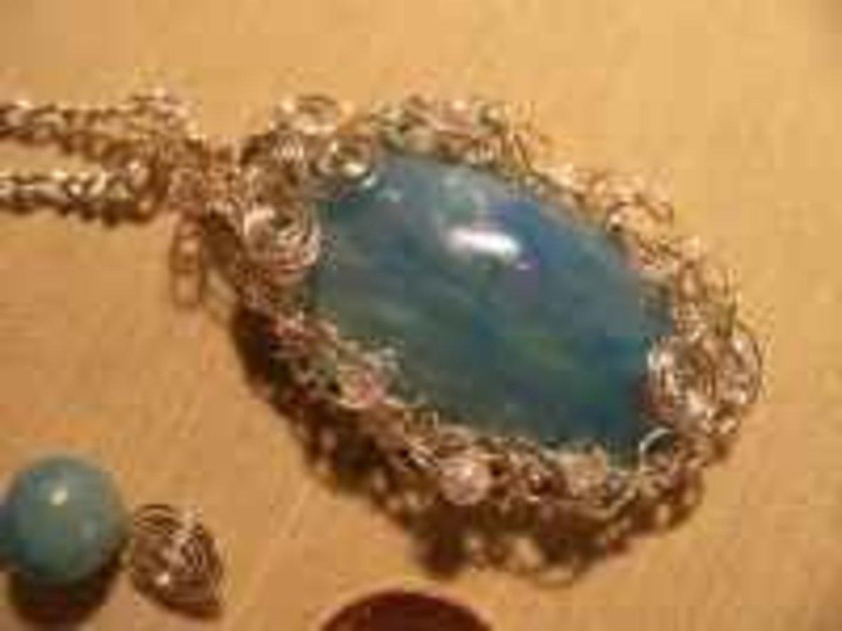 Handmade Beaded Jewelry - blue fussy bezel
