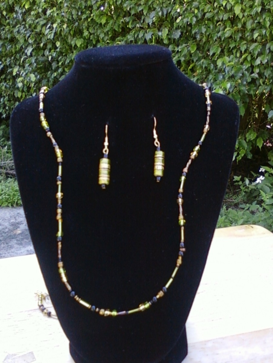 Handmade beaded jewelry - green gold necklace set