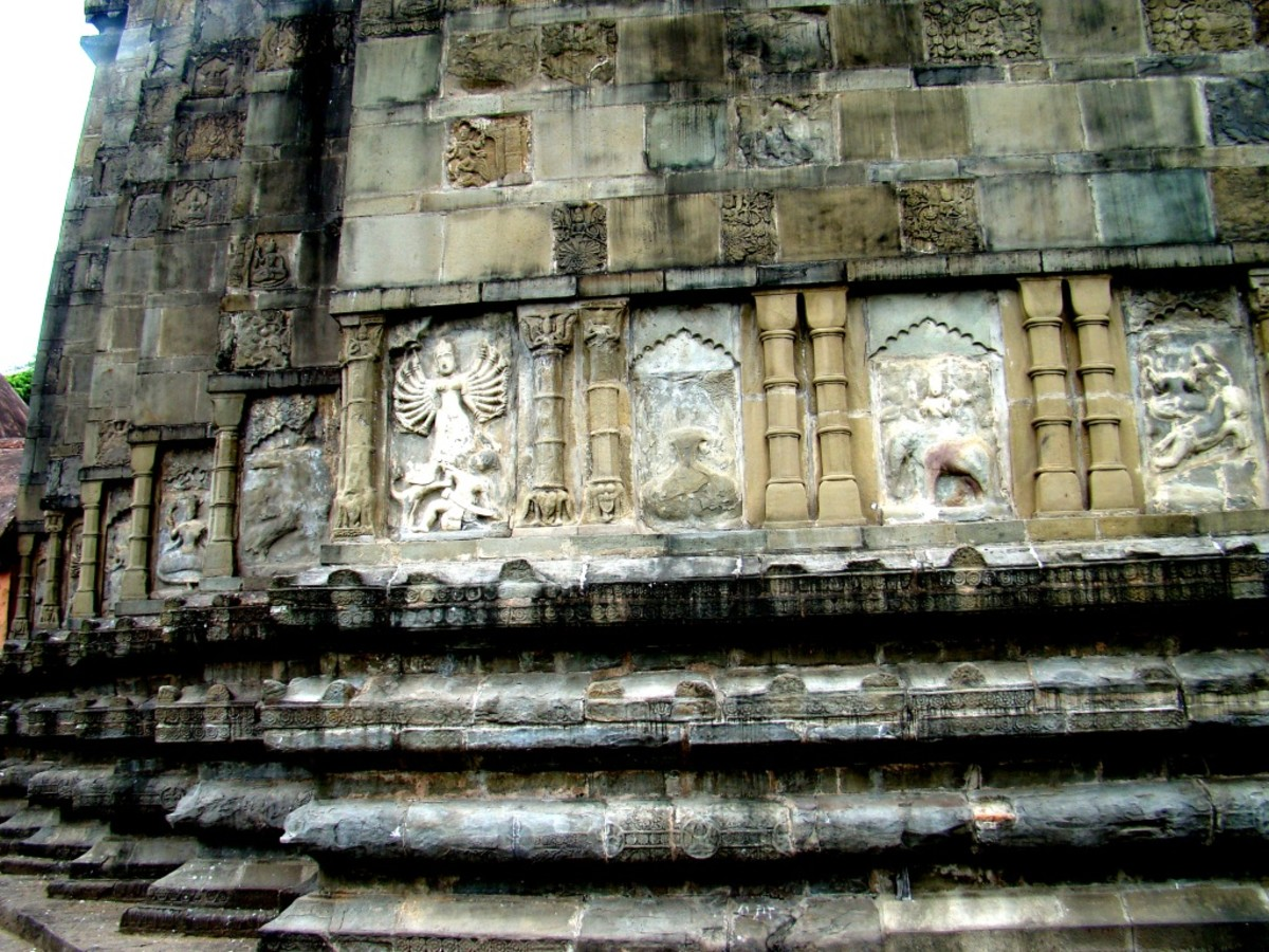 Sculptures on the wall of the main temple