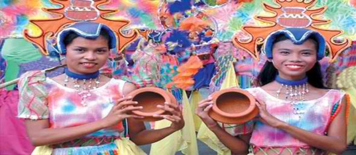 Coron or Pottery Festival in Tiwi, Albay (Photo courtesy of http://wahm.blogpostie.com/)