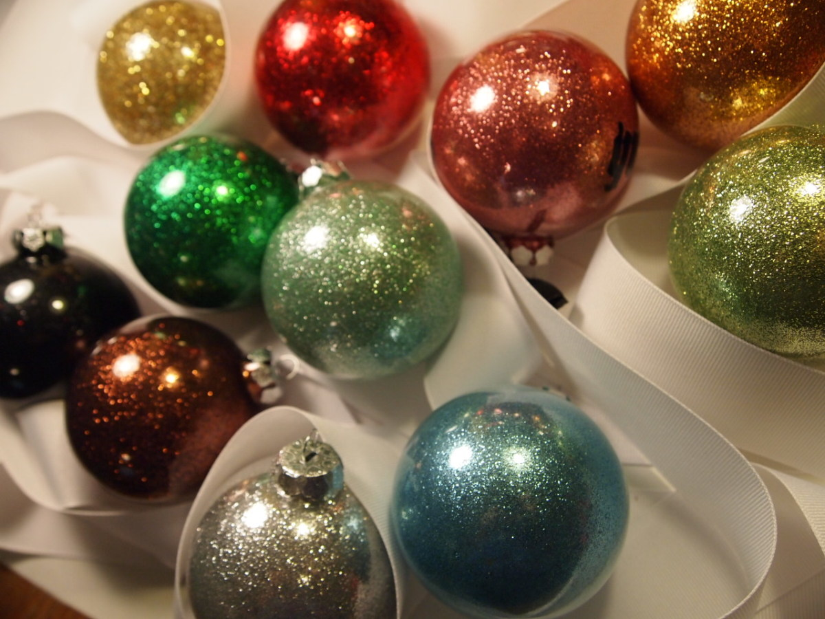 glitter ornaments using mop and glo