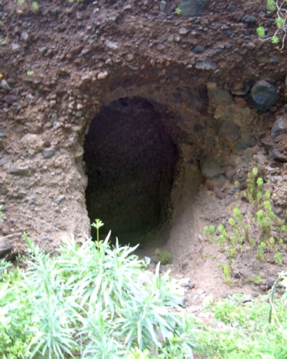 Cave in Barranco de Badajoz. Photo by Steve Andrews