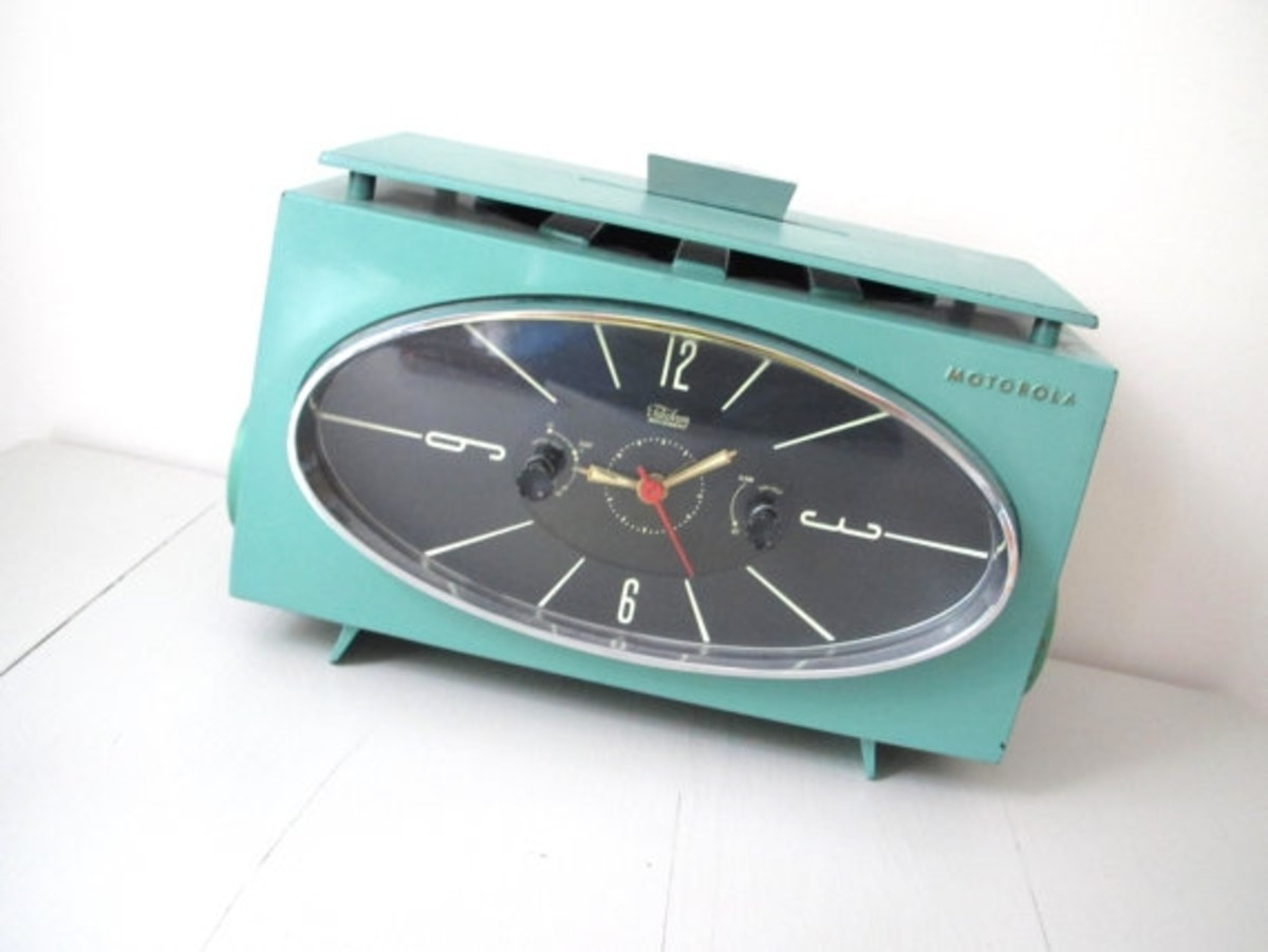 Retro radios rock the house in fab style... especially in turquoise blue.