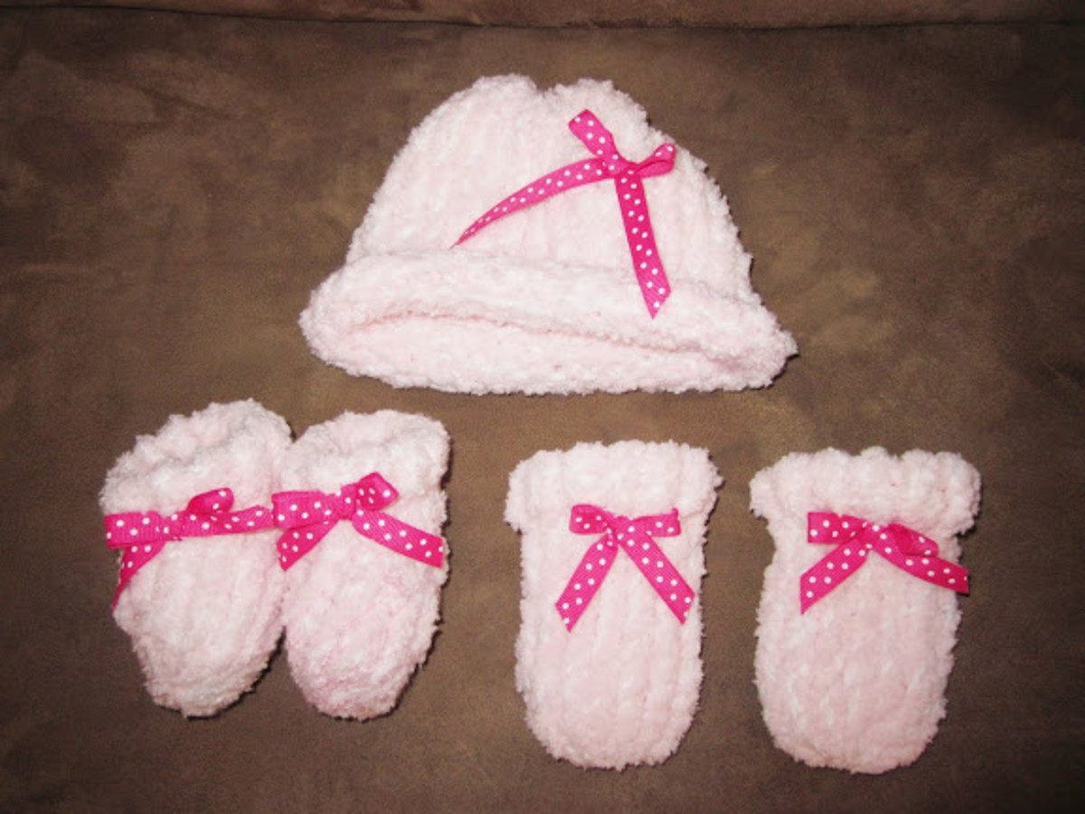 Knifty Knitter Baby Hat and Booties Pattern