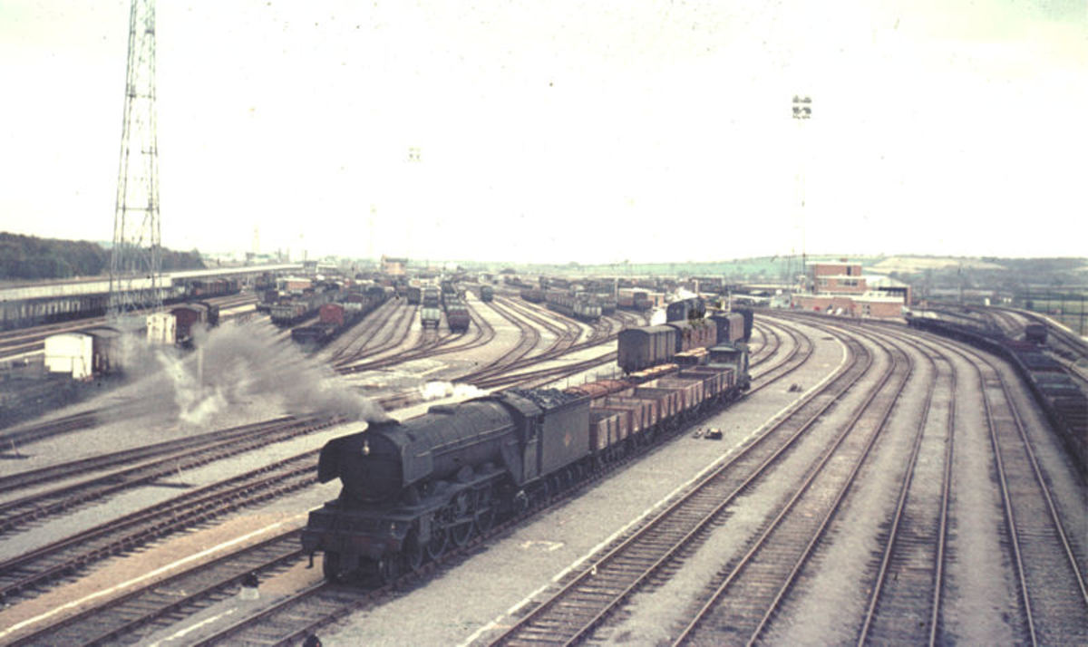 Lamesley (Tyne) Yard adjacent to the ECML on its west side suffered the same fate as Erimus, also built too late to achieve value. A grimy A3 brings empties past