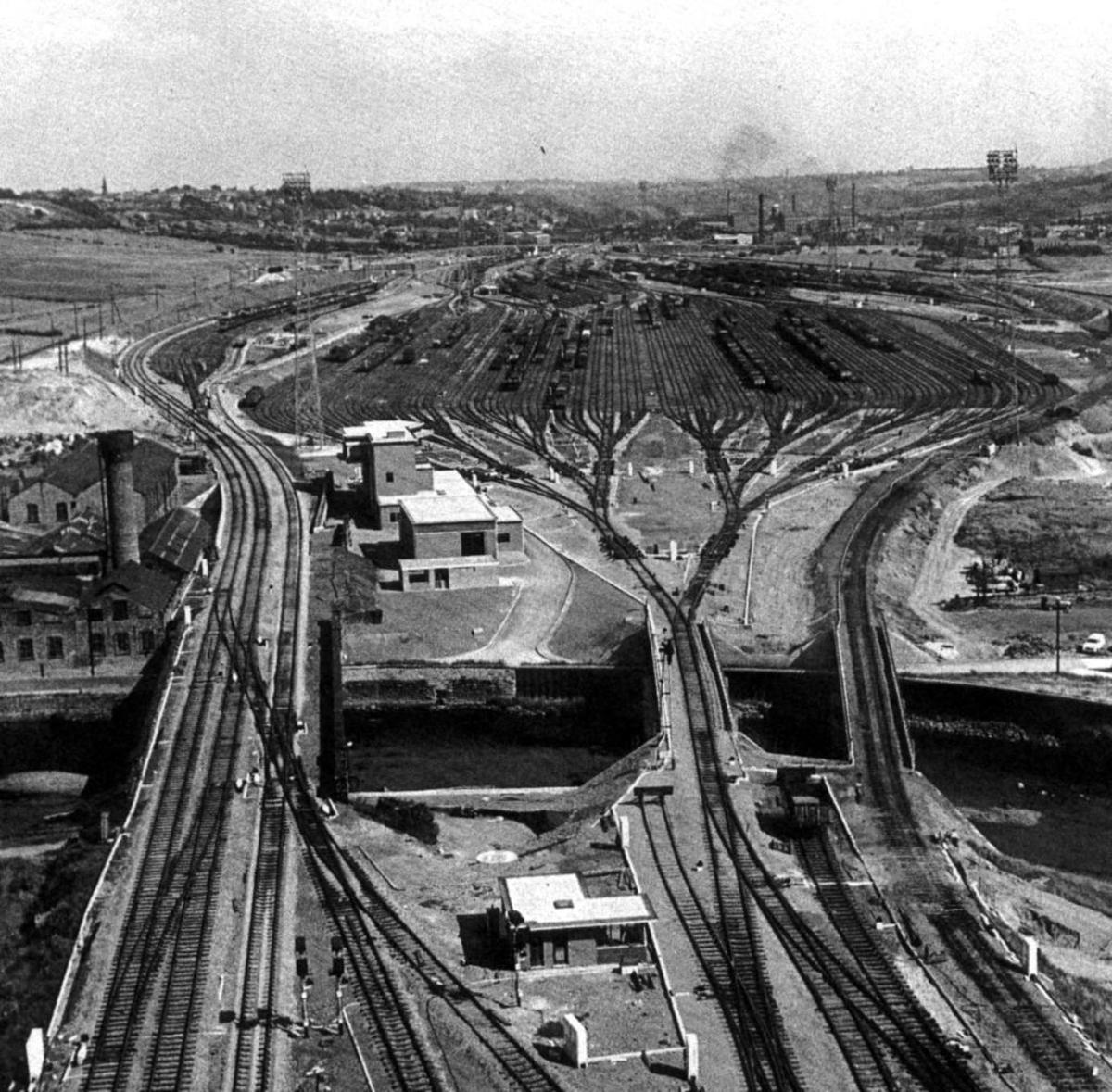 Erimus (Tees) Yard near Newport, Middlesbrough was built too late to achieve its aim. 'Wagon Load' was on its way out, block trains were coming in and hump shunting was under notice.