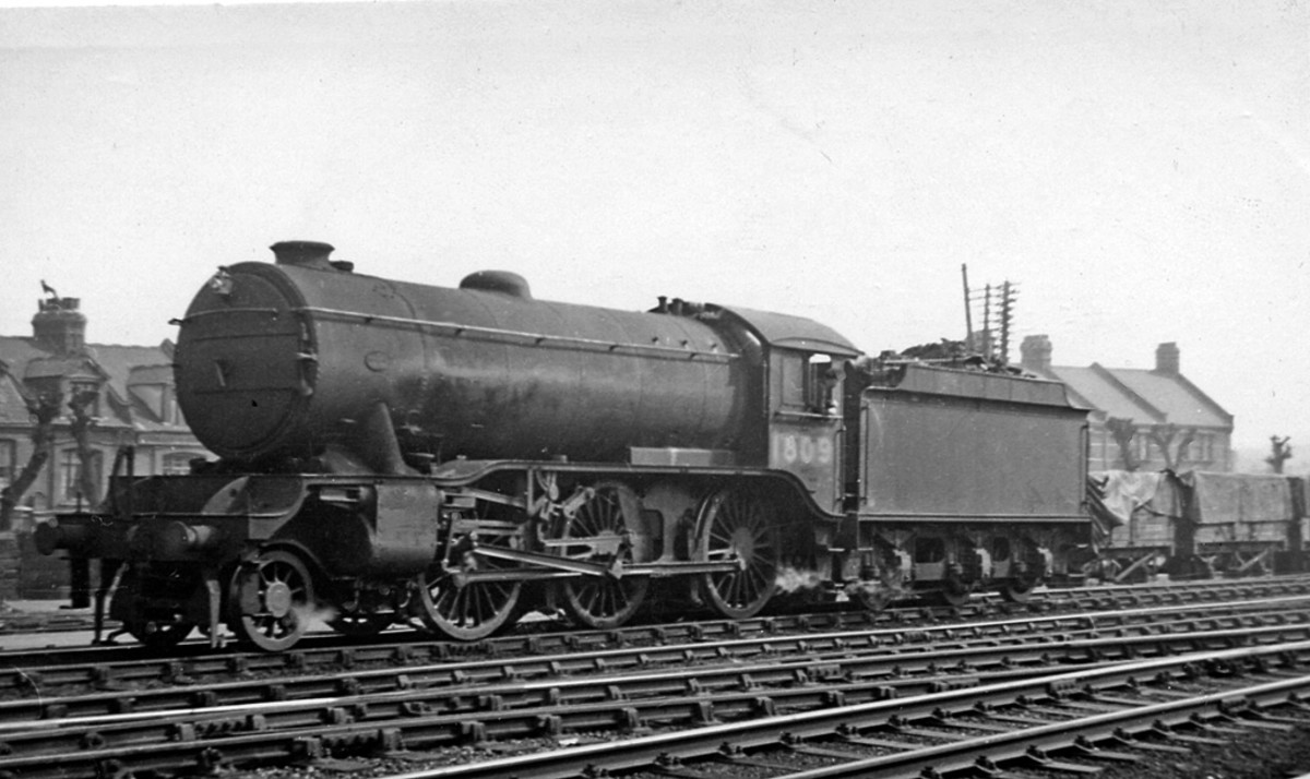 The real McCoy, No.1809 in April 1947 at Harringay, N. London (Ben Brooksbank photo), eight months before the LNER became part of British Railways - the Big Four become the Big One