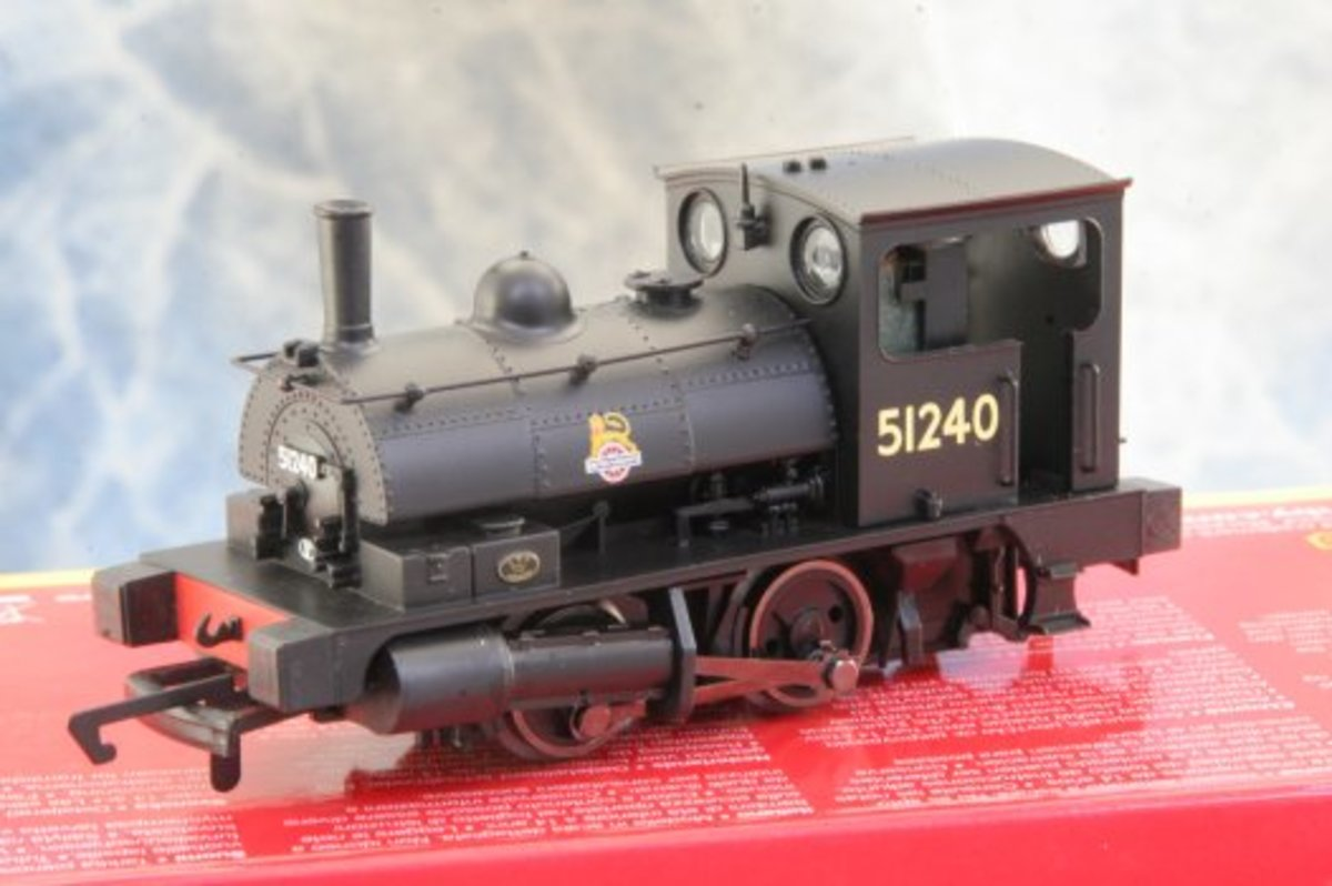 Hornby's 0-6-0 'Pug' dock tank in early BR steam era livery with 'cycling lion' logo. If you've got a London Midland region wharf/dock layout this is a must.