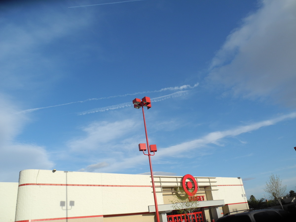"""""""Attention Target Shoppers, there is a HUGE Chemtrail Attack over our prime shopping hours""""...  March 2011, Las Vegas 5 pm"""