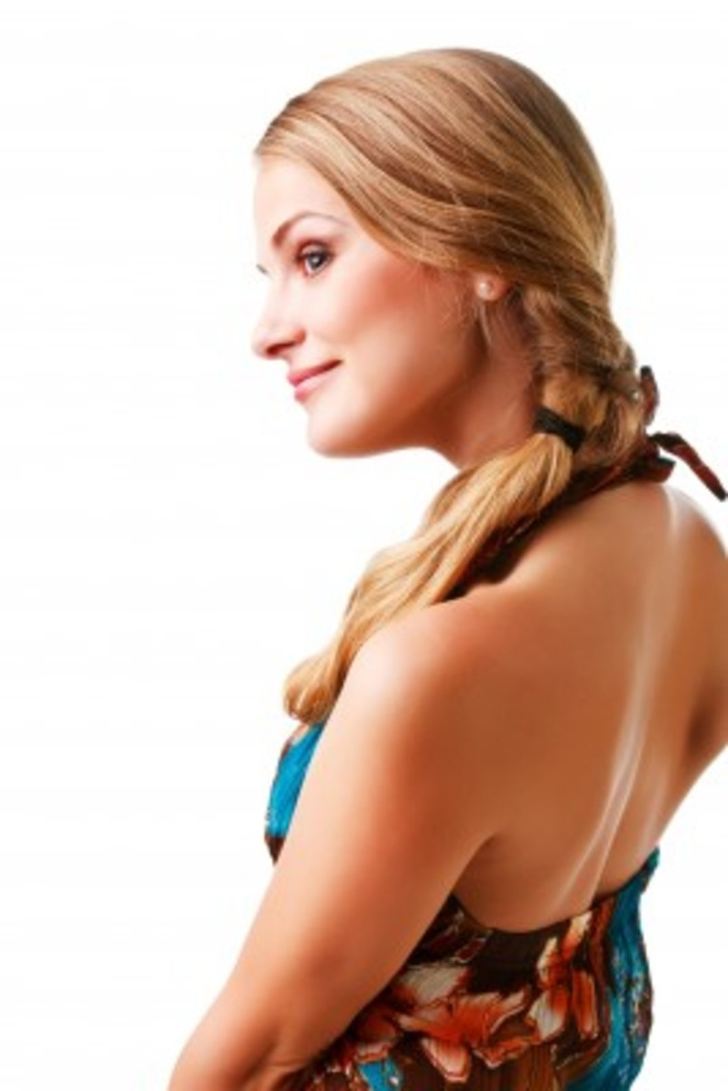 Loose side ponytail with a couple of braids