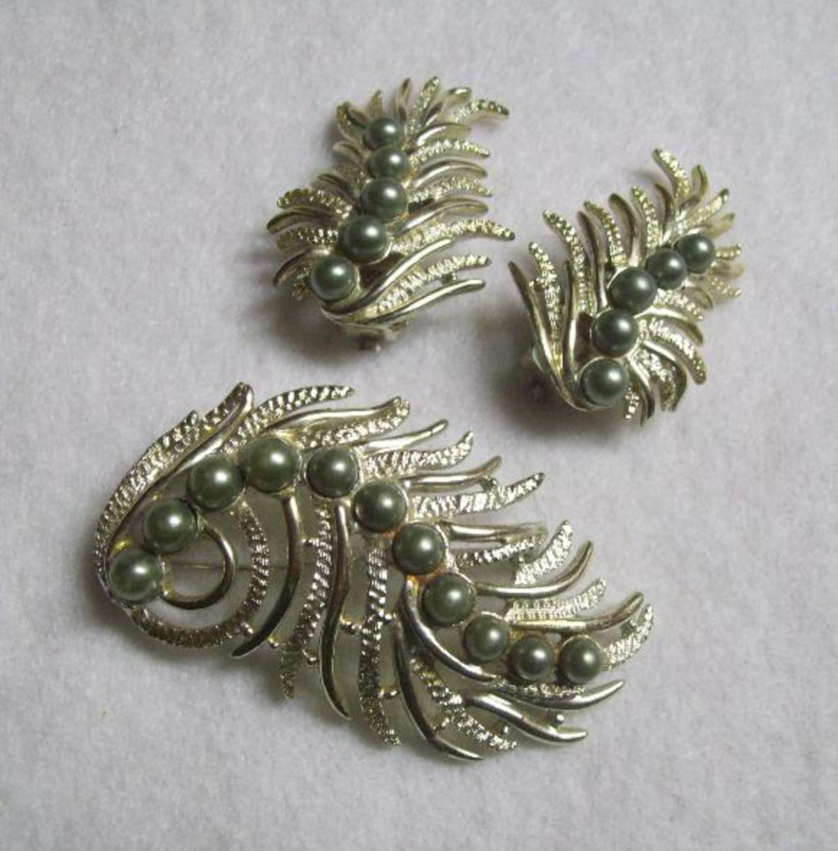 A Sarah Coventry pin and earring set.