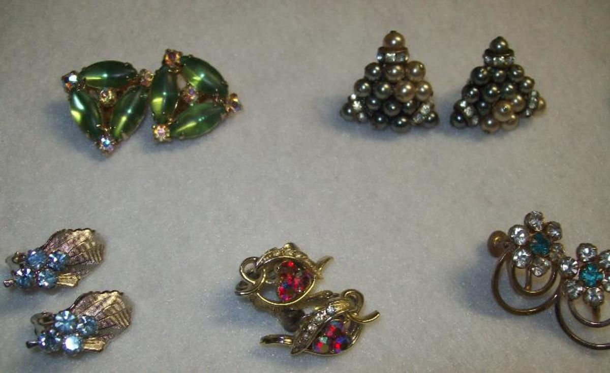 Various earrings.