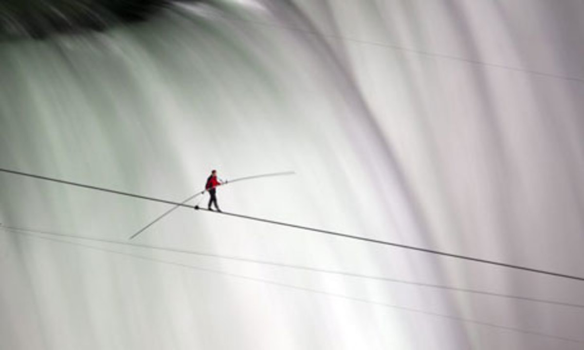 Nik Wallenda successfully crossed Niagara Falls on a tightrope on Friday 15 June 2012.