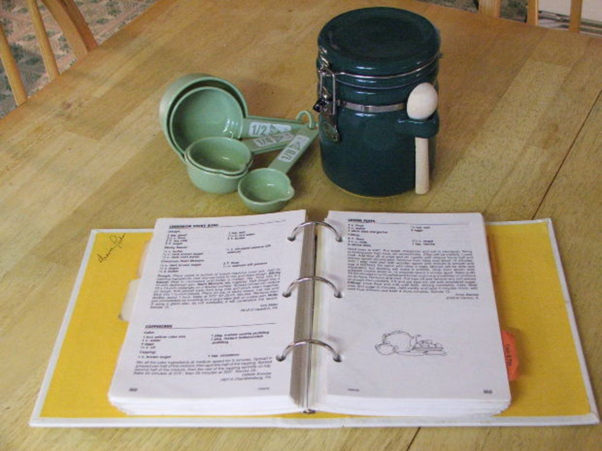 Looseleaf binders can be used for making your own cookbook at home. Some people like to place the pages in plastic pockets to prevent damage from food spills.