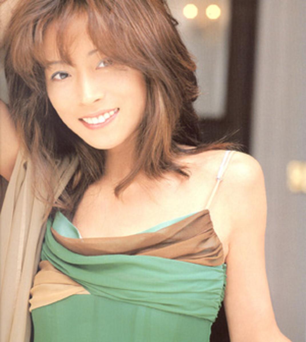 """Akina promoting """"I hope so""""."""