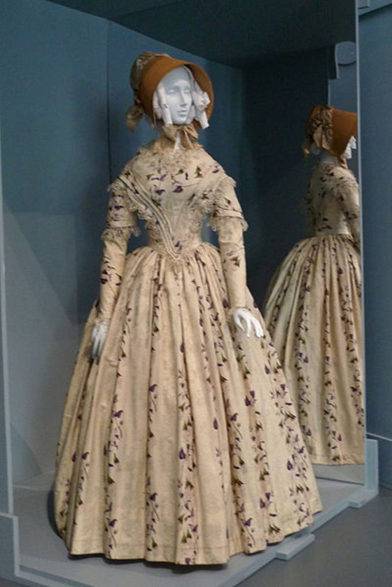http://commons.wikimedia.org/wiki/File:Dress_and_bonnet_England_c_1845_LACMA.jpg