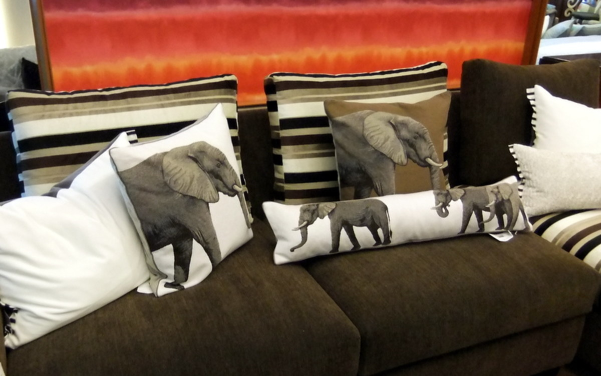 7. Use different sizes and shape for throw pillows, when you decorate your room