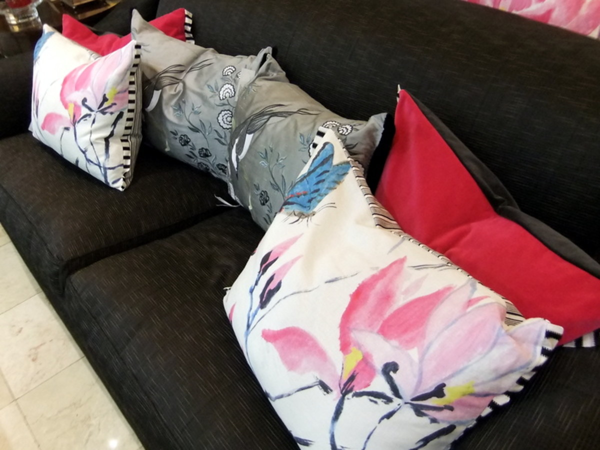 8. The red color throw pillows, to add a bigger impact in this  mix patterns pillows