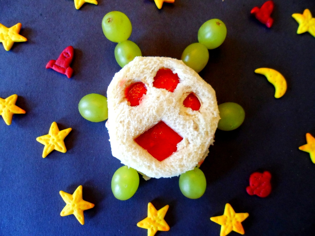 Add space themed goldfish crackers to complete this fun lunch for kids.