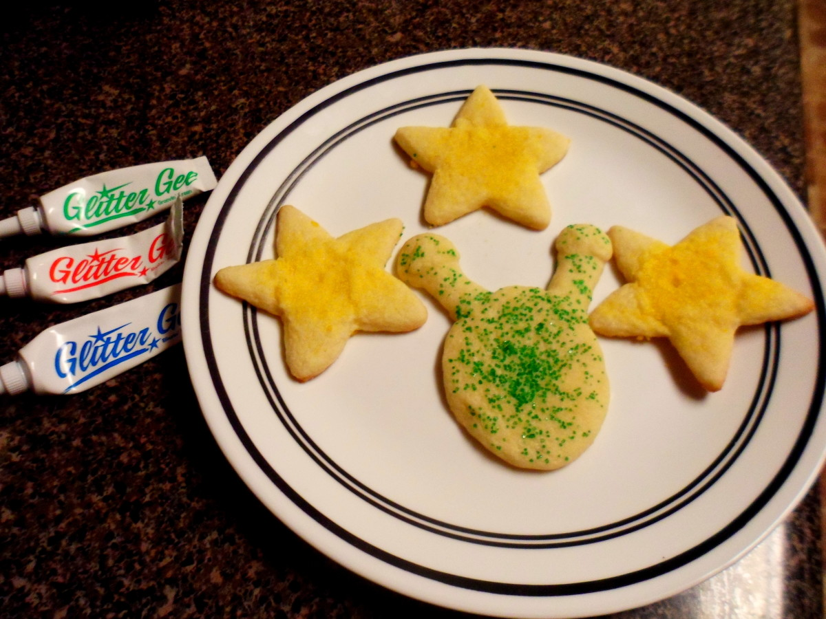 Use glitter decorating gel to create the face on the alien cookies.