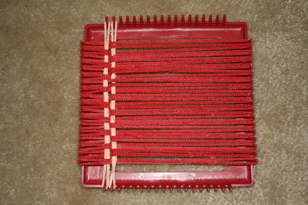 Using the Loom and Hook to make a potholder
