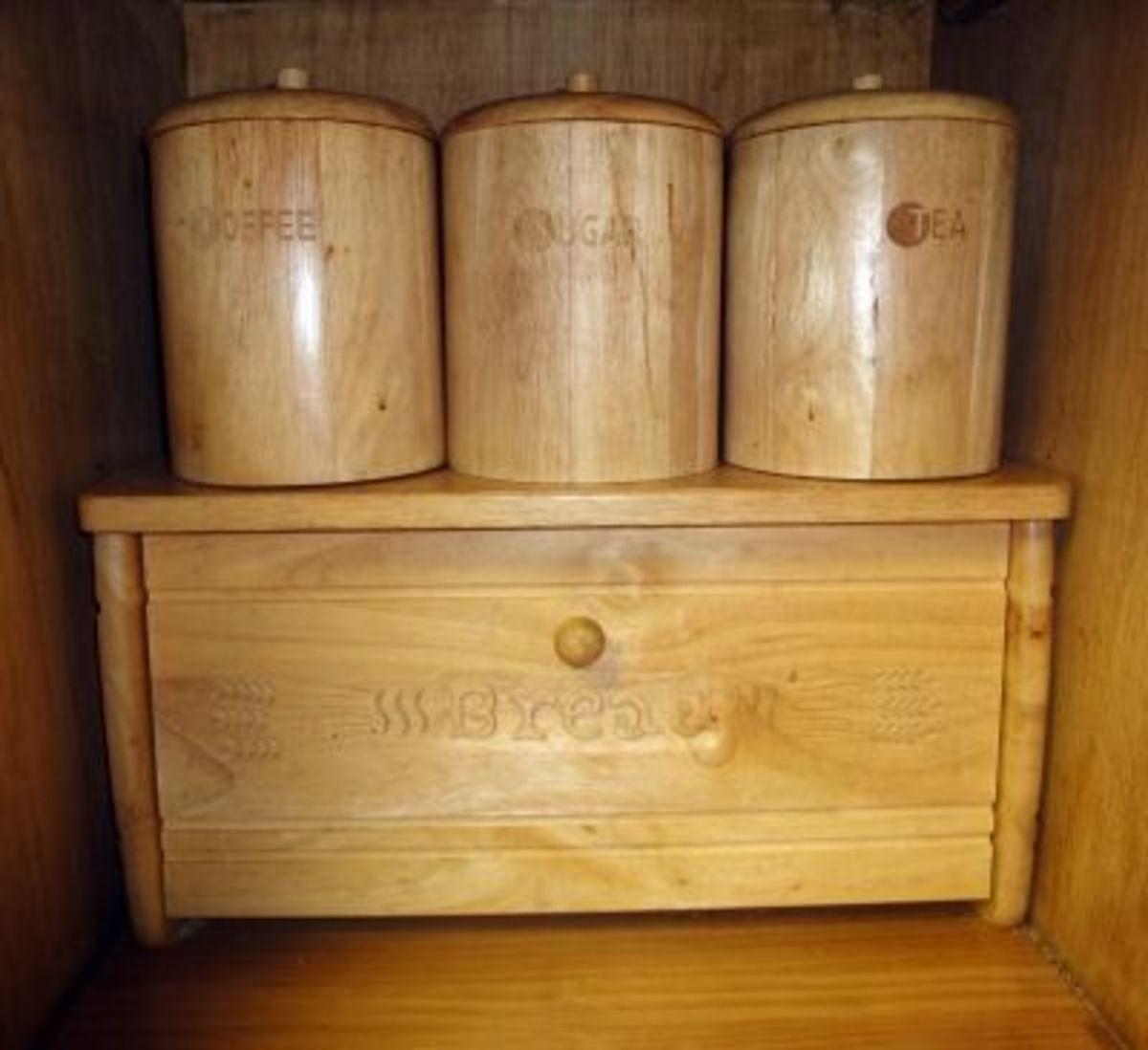Wooden Daily Bread Bin