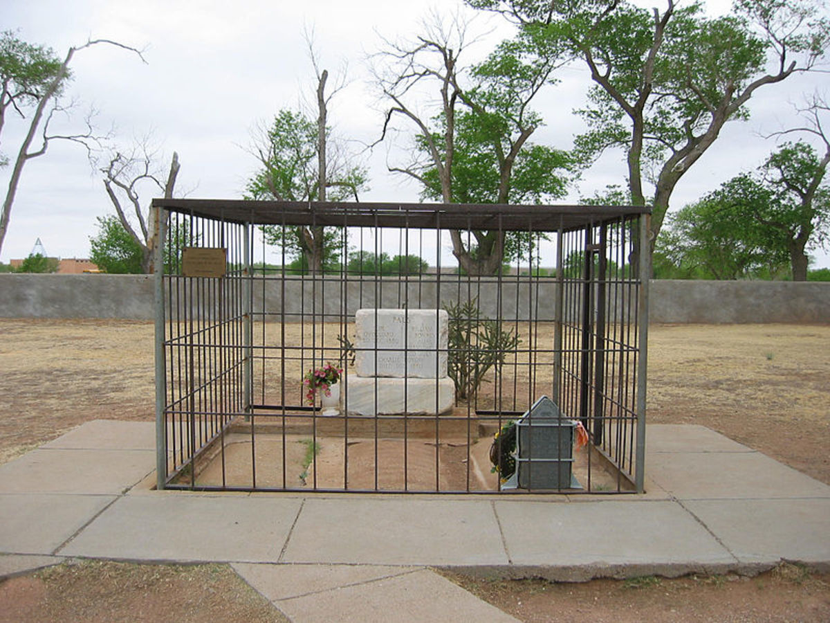 A iron cage protects the grave of Billy the Kid to keep away vandals and to keep the tombstone on the grave.