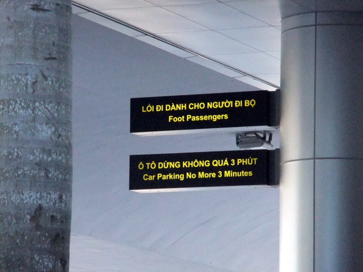 Funny signs at airport - This signboard was taken at Danang airport