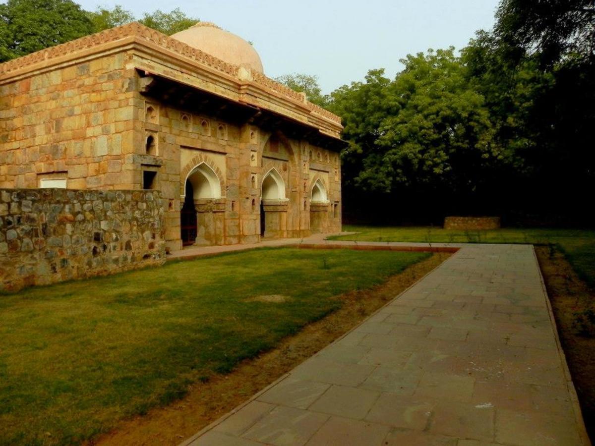 Muhammadwali Mosque, Siri Fort Sport Complex
